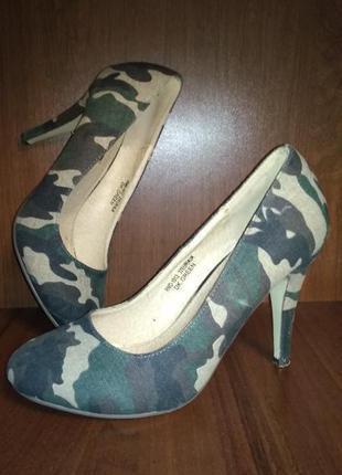 Модные туфли интересной расцветки
