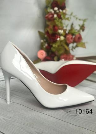 Белые туфли женские, лаковые