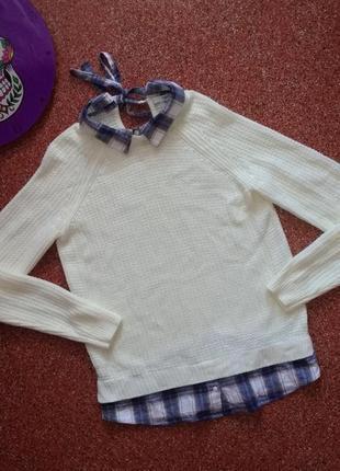 Стильный белый свитер с рубашкой-обманкой