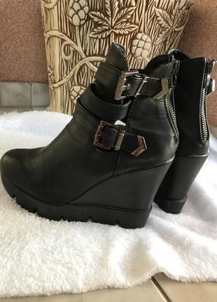 Классные ботинки на платформе