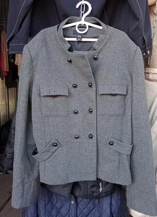 Шерстяной пиджак 44 размера