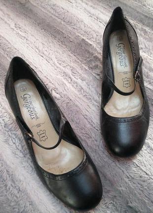 Стильные женские туфли в стиле мэри джейн