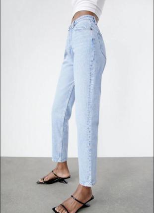 Выбеленные прямые джинсы голубого цвета с необработанным краем mom only