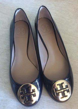Шикарные кожаные туфли балетки очень дрогого американского бренда tory burch