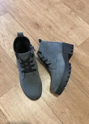 Зимние замшевые ботинки4 фото