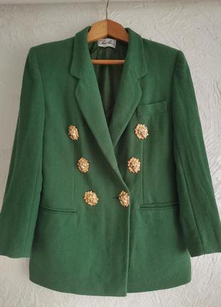 Изумрудного цвета шикарный трендовый дизайнерский пиджак. 100% шерсть. италия