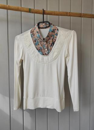 Красивая женская кофточка блуза молочного цвета джемпер