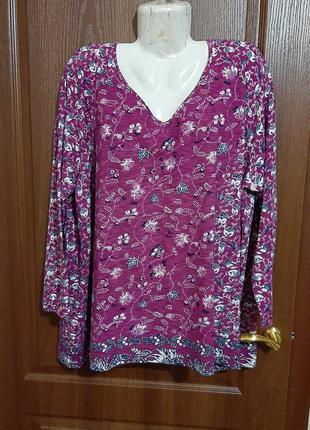 Блузка в цветочный принт размера 58-60.