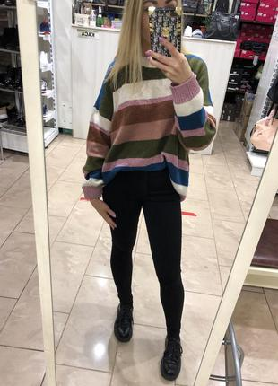 Классный многоцветный свитер