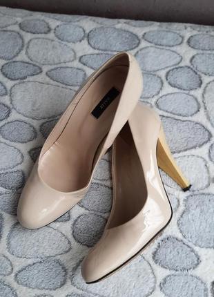 Нюдовые туфли bally