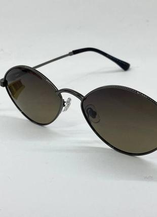 Очки солнцезащитные с поляризацией в тонкой металлической оправе