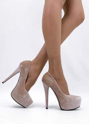 Туфли туфельки туфлі на высоком каблуке венгрия велюровые велюрові на узкую ножку ногу беж бежевые бежеві
