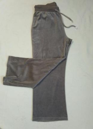 Велюровые брюки большого размера.