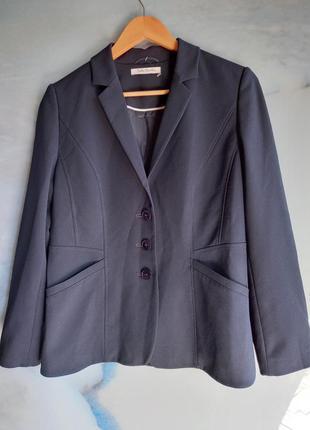 Базовый синий пиджак с косыми карманами и строчкой betty barclay