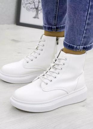 Жіночі черевички, білі.  екокожа!