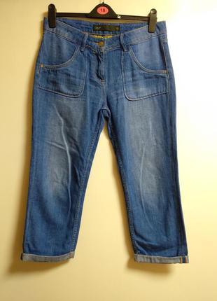 Укороченные джинсы с подворотами размера m