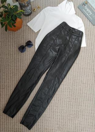 Актуальные кожаные черные брюки леггинсы zara
