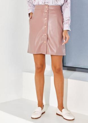 Бежевая юбка из эко-кожи на кнопках