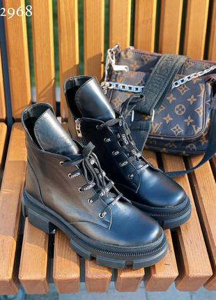 Натуральная кожа, стильные повседневные черные женские ботинки
