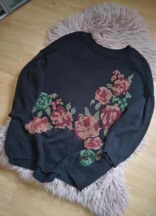 Свободный свитер с вышивкой