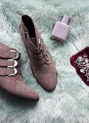 Крутые ботинки с пряжками new look