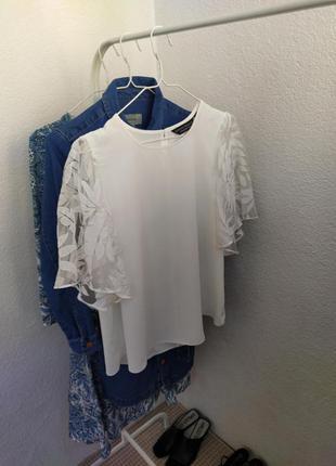 Красивенная белая блуза з широкими прозрачными рукавами dorothy perkins