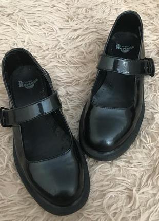 Чёрные кожаные туфли dr martens