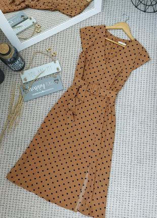 Чудесное коричневое платье в горох tu