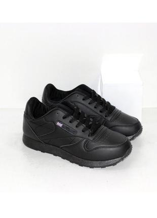 Женские классические черные кроссовки из экокожи
