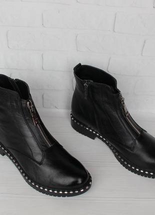 Демисезонные кожаные ботинки, ботильоны 39 размера на низком ходу