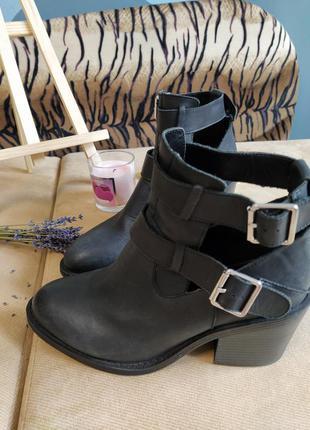 Стильные кожаные ботинки ботильоны на удобном каблуке new look