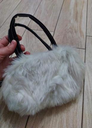 Крутая сумочка-меховушка для юной модницы!! в комплекте - длинный ремешок.. сост.идеал!!