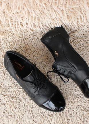 Черные кожаные туфли на шнурках 36, 37 размера на низком ходу