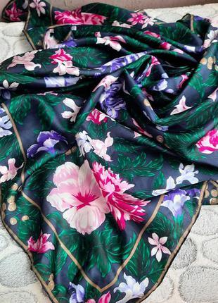Нежный шёлковый платок в цветы