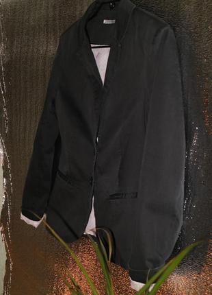 Черный пиджак с белыми манжетами stradivarius