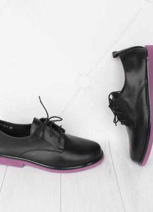 Стильные туфли на шнурках 39 размера