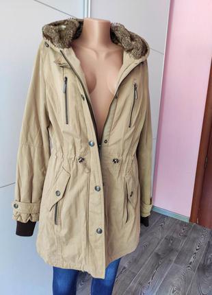 Парка пальто с утеплителем теплым капюшоном с карманами нагрудными бежевая charles vogele 38