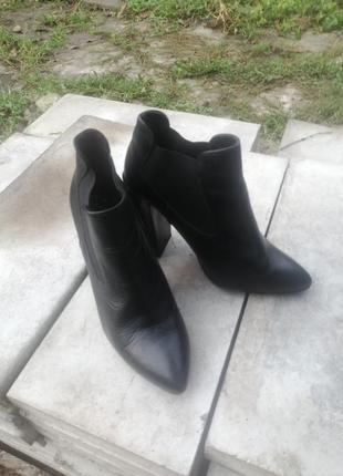 Продам ботільони і туфлі
