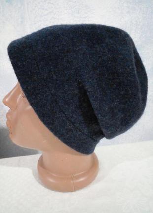 Вовняна шапка в стилі бохо