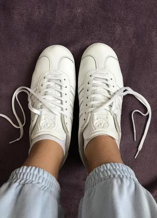 Adidas gazelle белые кожаные