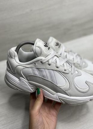 Жіночі кросівки adidas originals yung-1