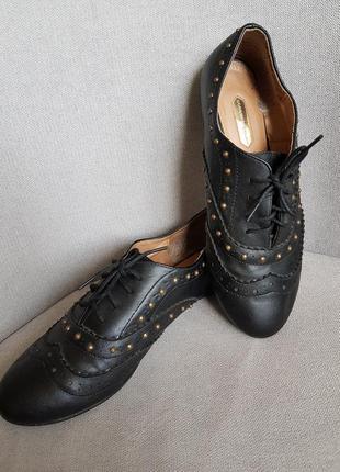 Оригинальные туфли,  мягкие и удобные.