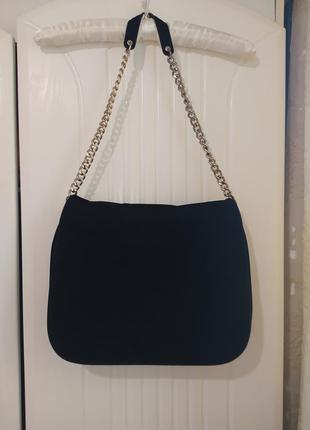 Бархатная сумка на плечо на цепочке в стиле chanel