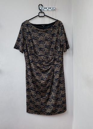 Эластичное платье с узором имитацией кружева