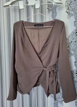 Брендовый стильный кофейный модный блейзер пиджак жакет блуза на запах драпировка xs