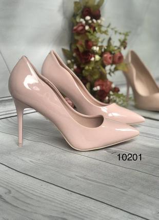 Пудровые красивые туфли