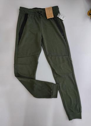 Подростковые темно - зеленые спортивные штаны с манжетом primark 158 см на 12 - 13 лет