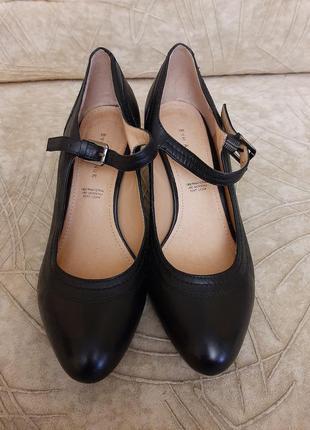 Кожаные туфли фирмы 5th avenue ( германия) p. 38 стелька 24,5 см.