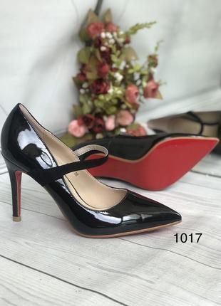 Черные женские туфли с ремешком