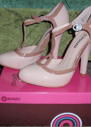 Туфли бежевые, высокий каблук